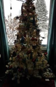 Christmas-tree-woes-lights-off-daylight-baby-poop-brown-trool-social-media